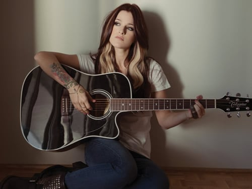 Cassadee Pope Surprises Crowd At Sold Out All Time Low Concert