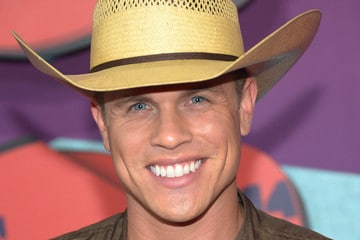 Dustin Lynch Says Luke Bryan crowds aren't into early 2000 music