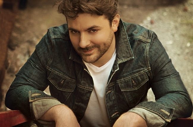 Chris Young May or May Not Use his Song Lyrics to Pick Up Women…