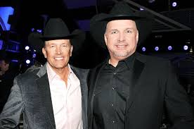 Garth Brooks rocks George Strait's signature as fashion…