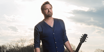Randy Houser doesn't let rain stop him from performing for fans!