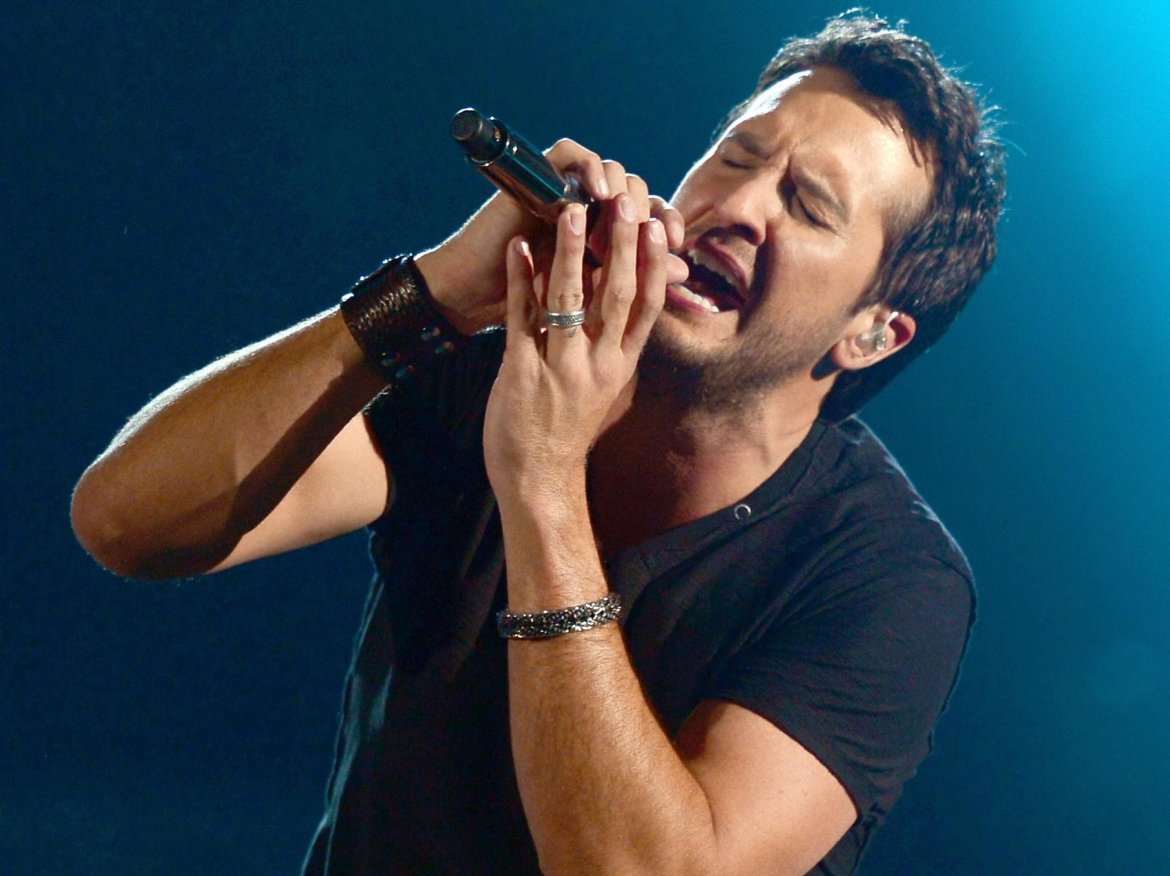 Luke Bryan pays respect to Canada by covering Celine Dion?