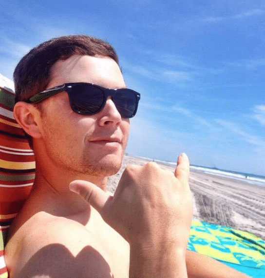 Scotty McCreery's turn for a vacation bathing suit pic…