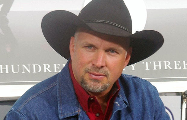 Hand Garth Brooks Two Pina Coladas – He Has Something to Celebrate!