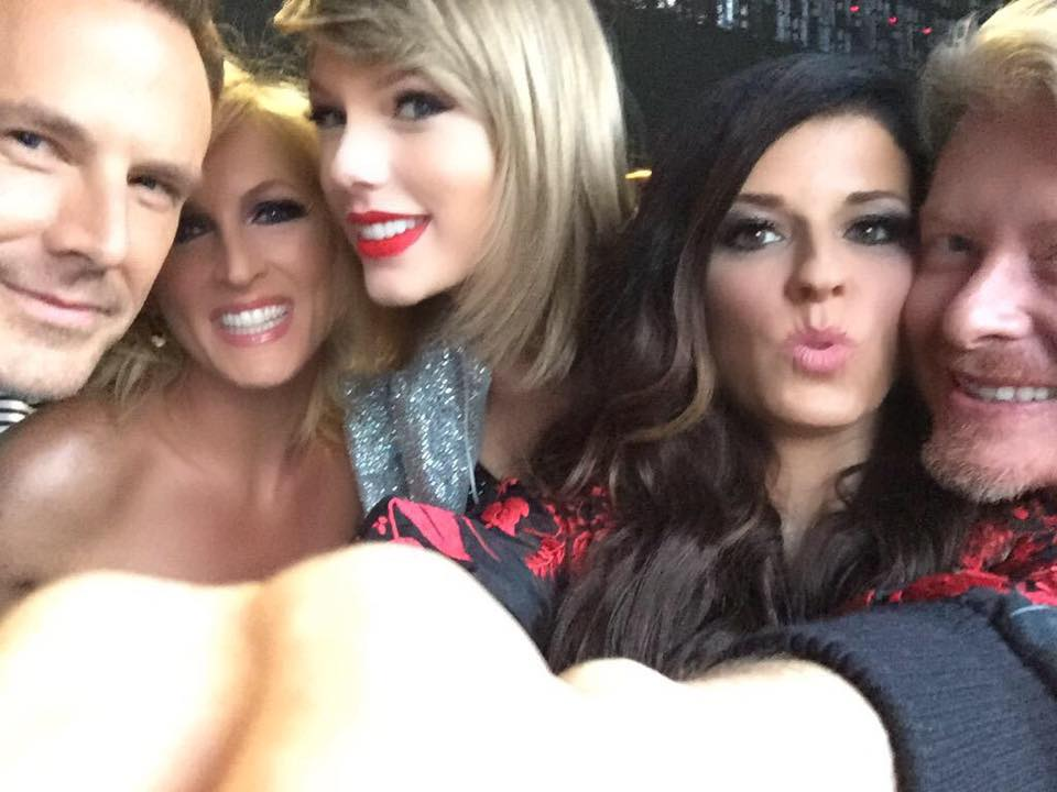 Taylor Swift Brings Out Little Big Town on The 1989 World Tour!