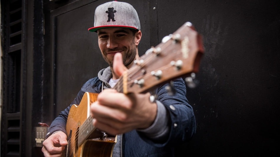 Wow! Watch Sam Hunt Perform in College with a Gospel Choir