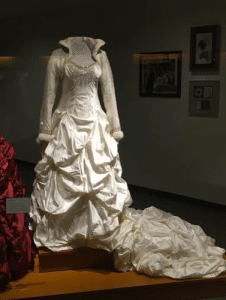 trisha-yearwood-wedding-dress