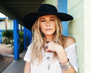 LeAnn Rimes signs with RCA UK, new single coming later this month