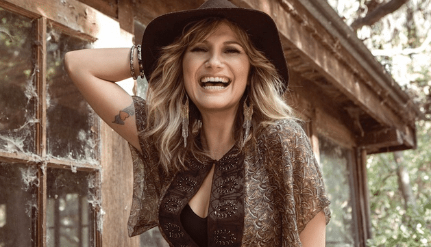 "Jennifer Nettles Covers ""Girl Just Wanna Have Fun"""