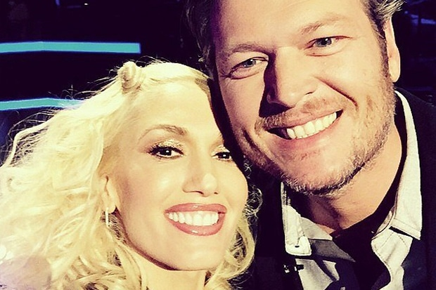 Blake and Gwen Pack on the PDA at 'The Voice'