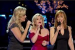 Kelly-Clarkson-Trisha-Yearwood-Reba-McEntire