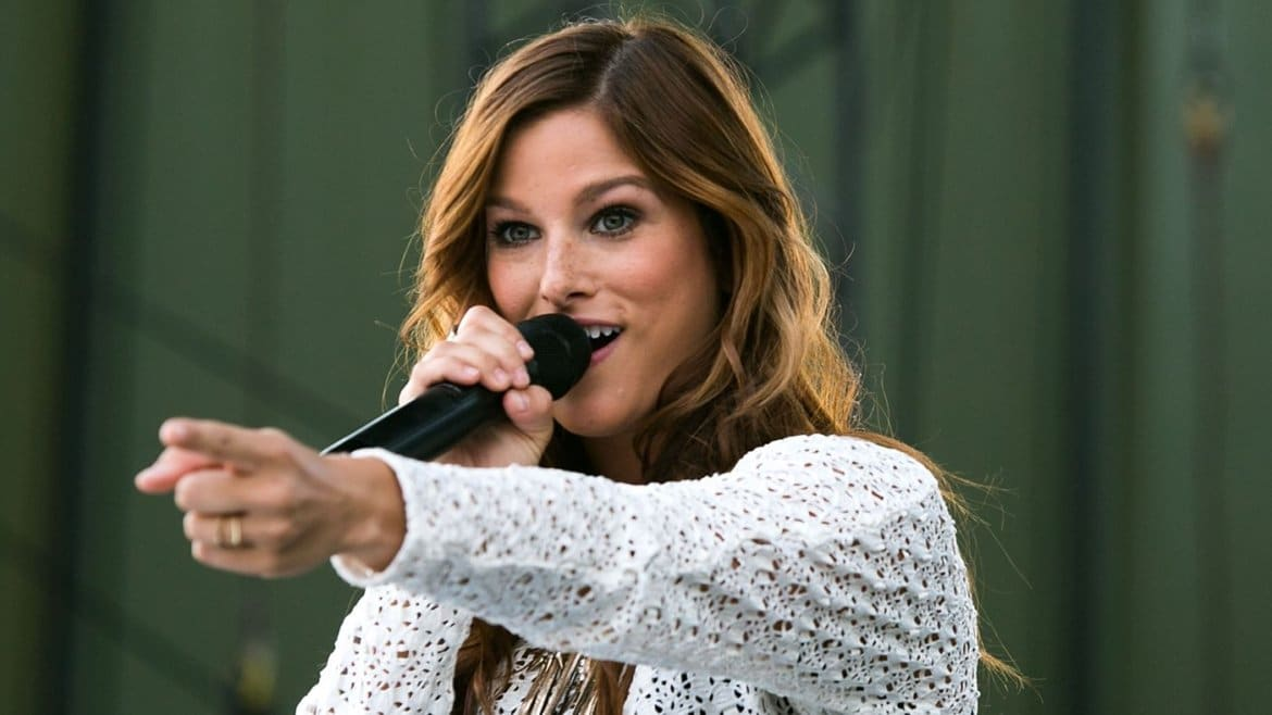 DVR Alert: Cassadee Pope To Sing National Anthem During Sunday Night Football