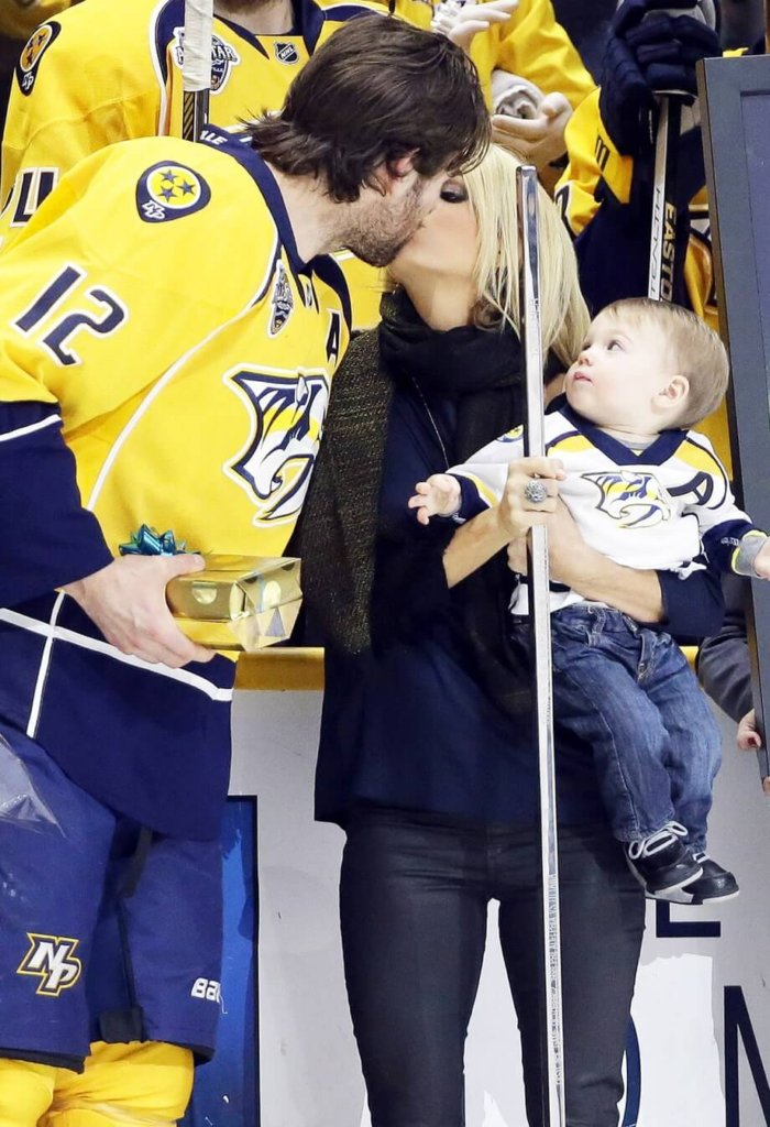 carrie-underwood-mike-fisher-4441a4e0-8abe-4771-8659-5d5f75fa9b99
