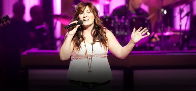 Review: Jo Dee Messina Brings Songs and Stories to Long Island