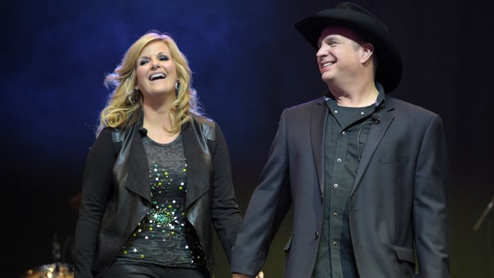 "Garth Brooks and Trisha Yearwood Cover Prince's ""Purple Rain"""