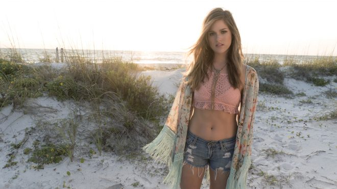 "Cassadee Pope Reveals ""Summer"" EP Cover On Facebook Live Chat"