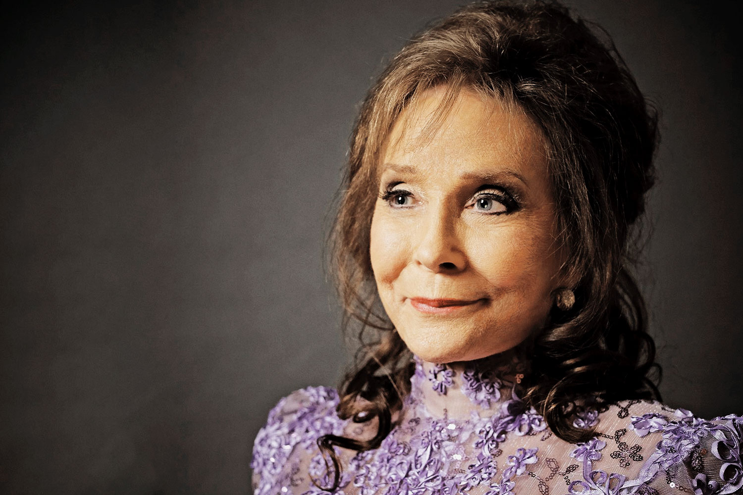Loretta Lynn postpones shows after death of grandson