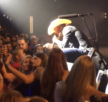 Watch Justin Moore offer to beat the f**k out of a guy during his concert