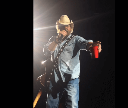 Watch Toby Keith fulfill woman's birthday wish