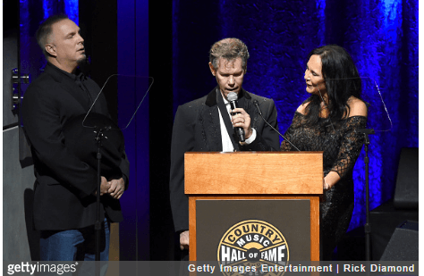 Randy Travis sings at Country Music Hall of Fame induction
