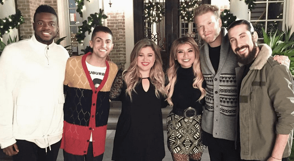 """Pentatonix and Kelly Clarkson Perform """"I'll Be Home for Christmas"""""""