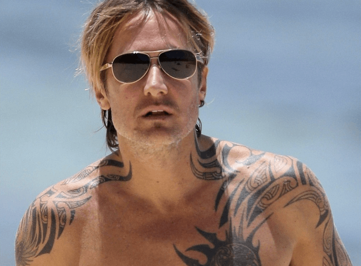 Keith Urban Struts His Shirtless Stuff in Australia