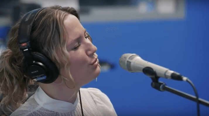Jennifer Nettles Will Make You Fall on Your Knees with This Performance
