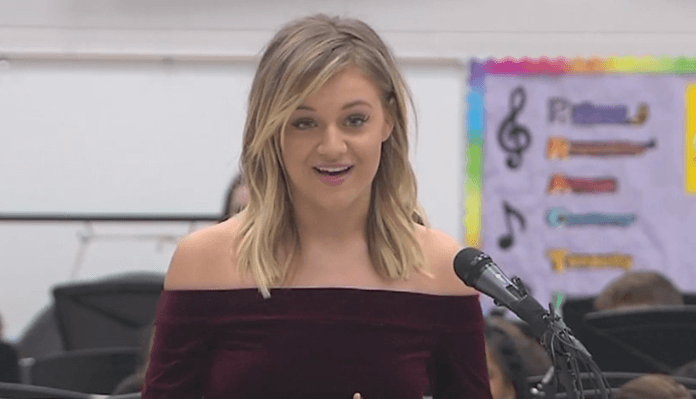 Kelsea Ballerini Helps CMA Make Big Announcement