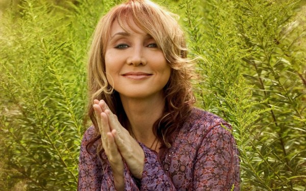 Can 2017 bring back Pam Tillis?!