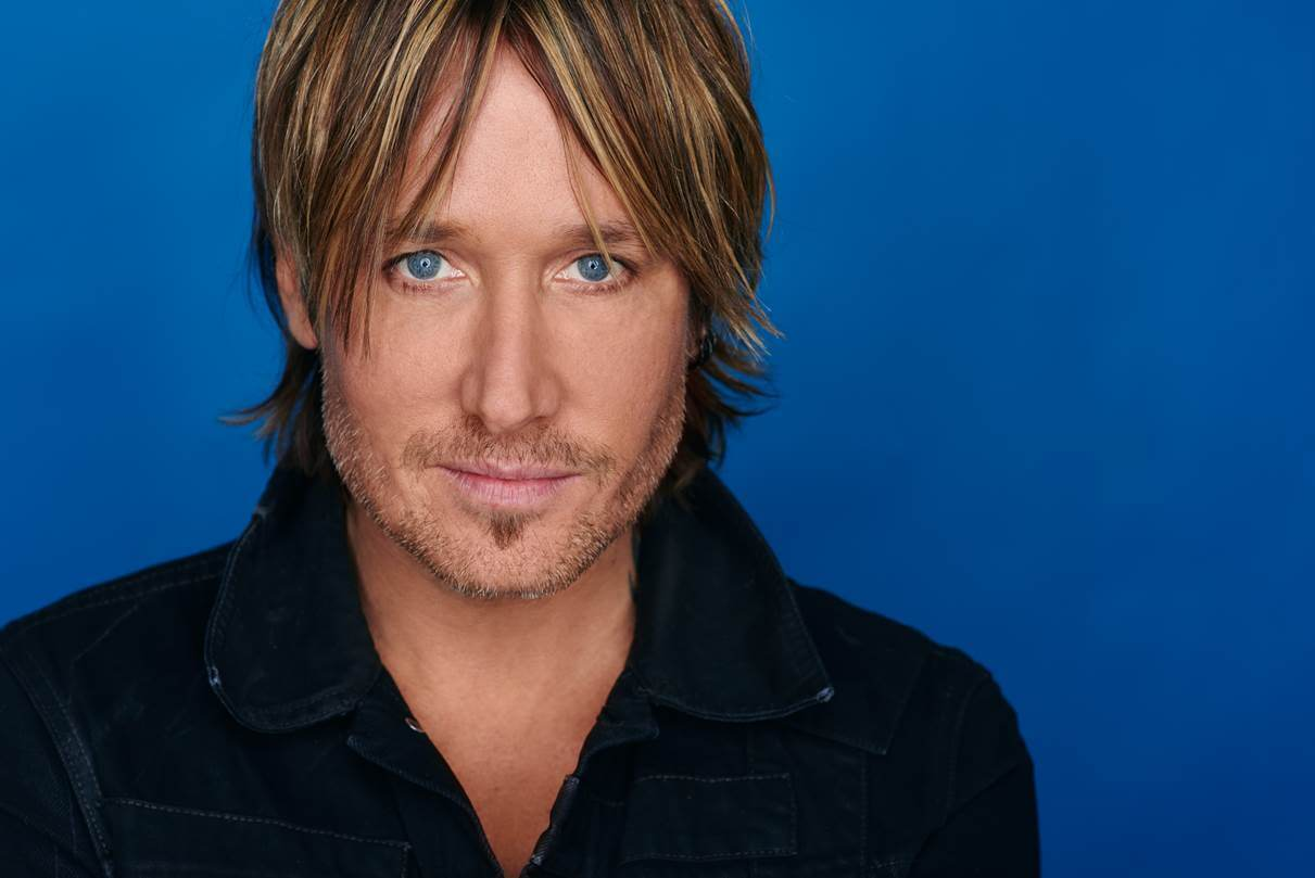 Keith Urban Busks on Nashville's Lower Broadway (Watch!)