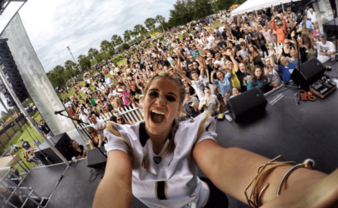Lauren Alaina Goes Long at UCF's Spring Game