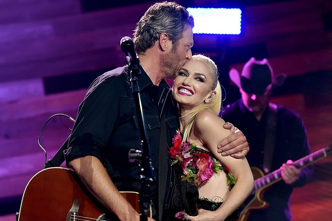 "Gab's 12 Days of Christmas: Blake Shelton & Gwen Stefani ""You Make It Feel Like Christmas"""