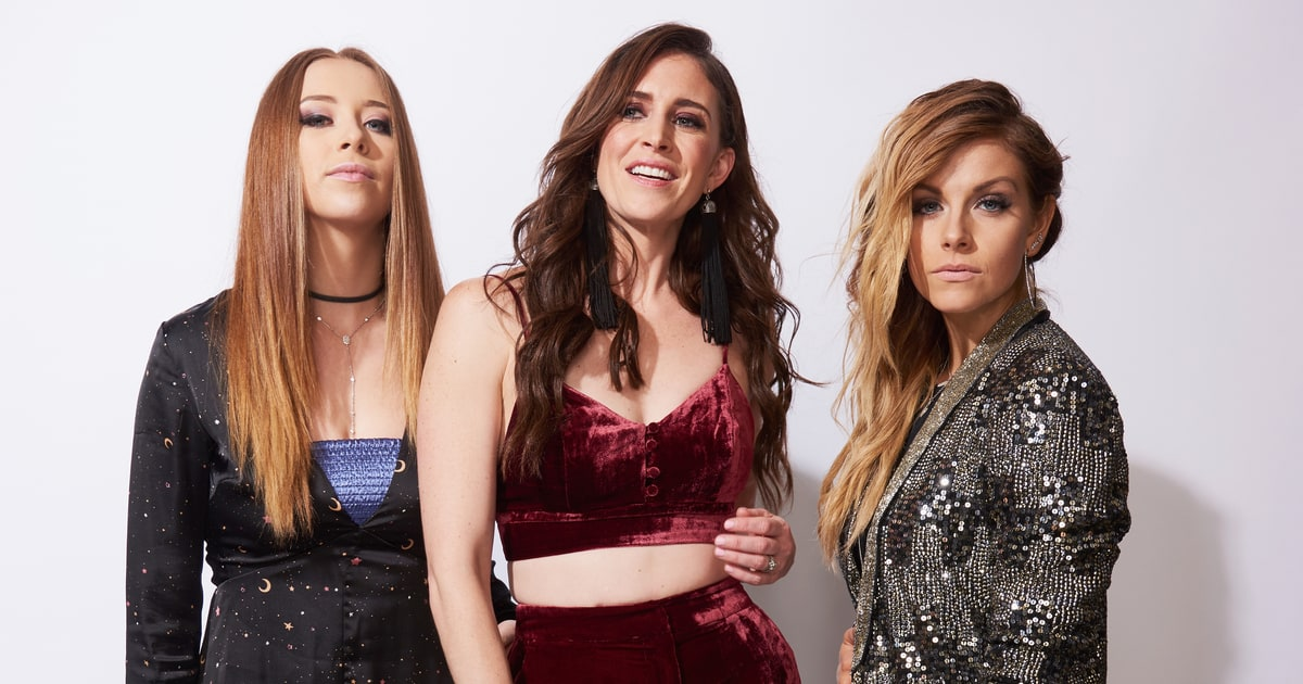 """Kalie Shorr, Kelleigh Bannen & Lindsay Ell Cover """"Look What You Made Me Do"""""""
