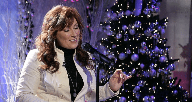 "Gab's 12 Days of Christmas: Jo Dee Messina ""Let It Snow, Let It Snow, Let It Snow"""