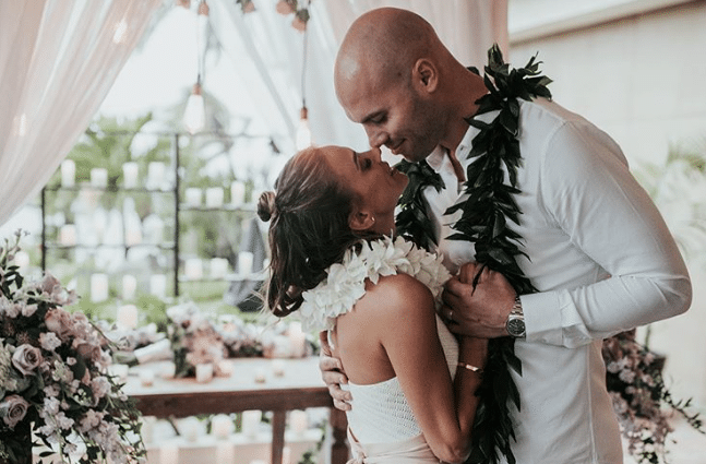 Jana Kramer and Husband Renew Wedding Vows