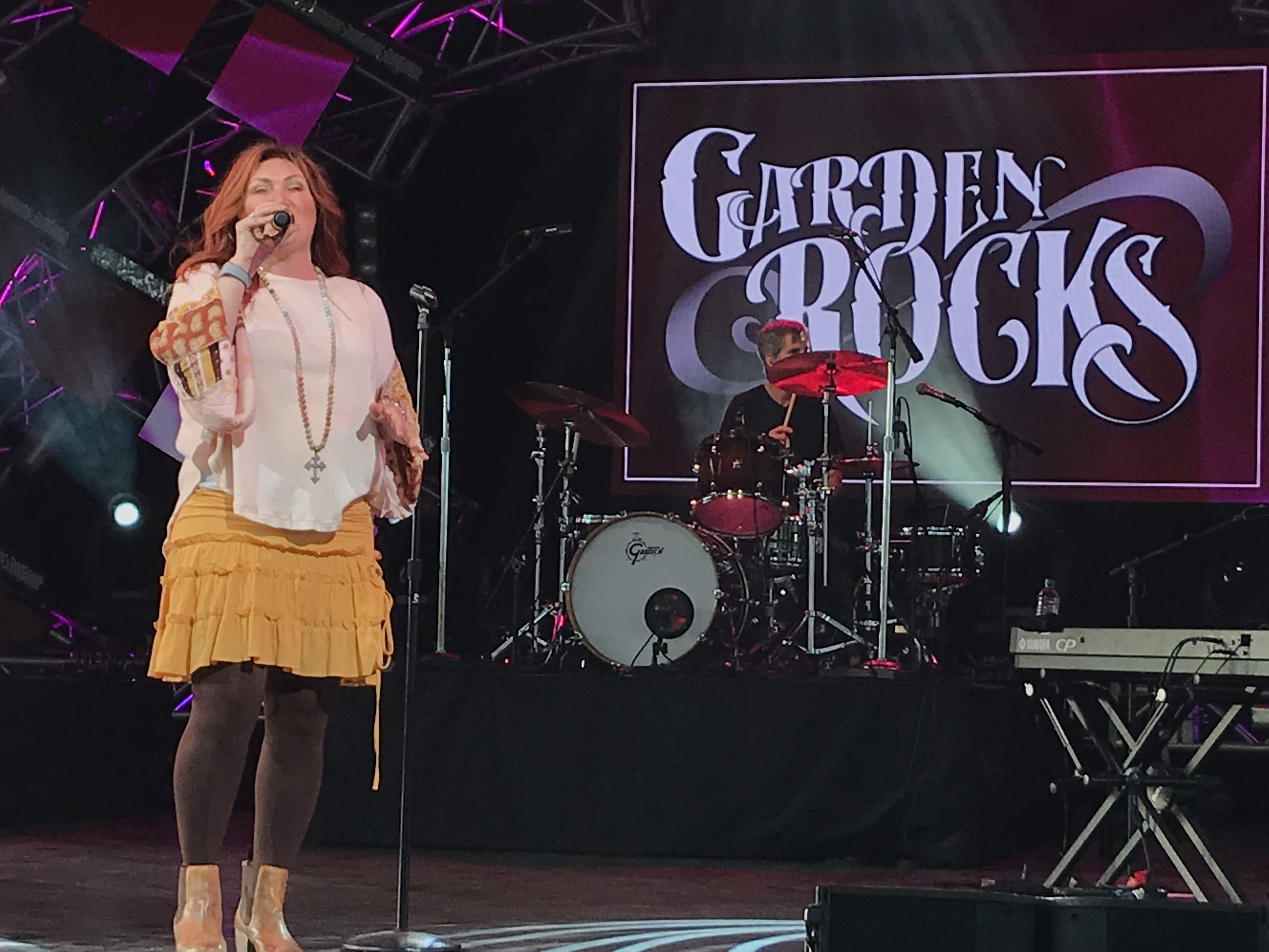 Jo Dee Messina Debuts Brand New Song in Concert; Receives Standing Ovation
