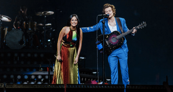 "Kacey Musgraves and Harry Styles Cover Shania Twain ""You're Still the One"""