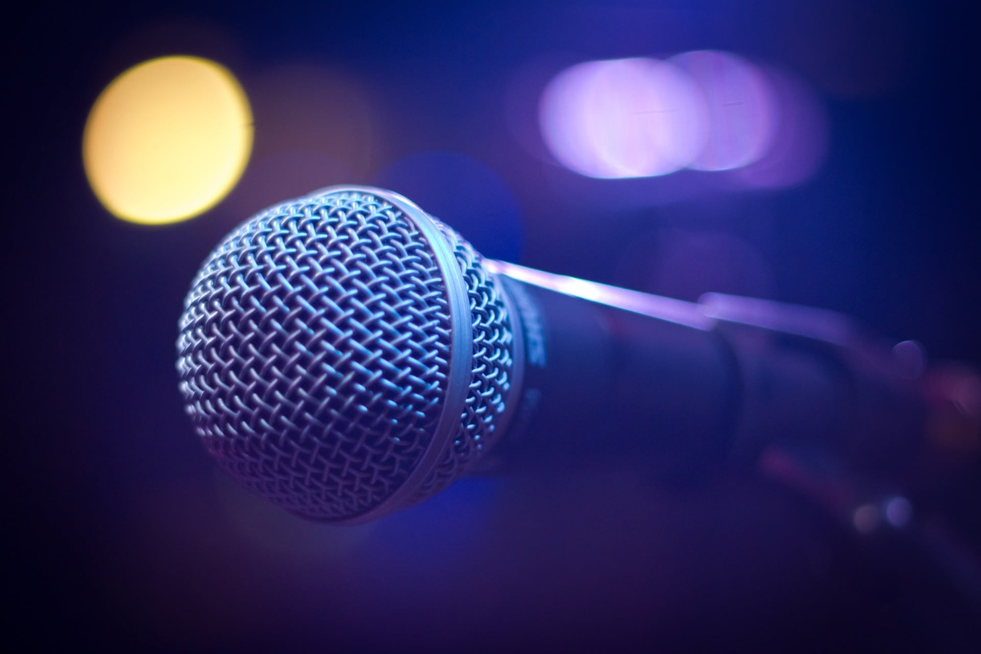 Tips on How to Choose the Right Microphone for Live Performances