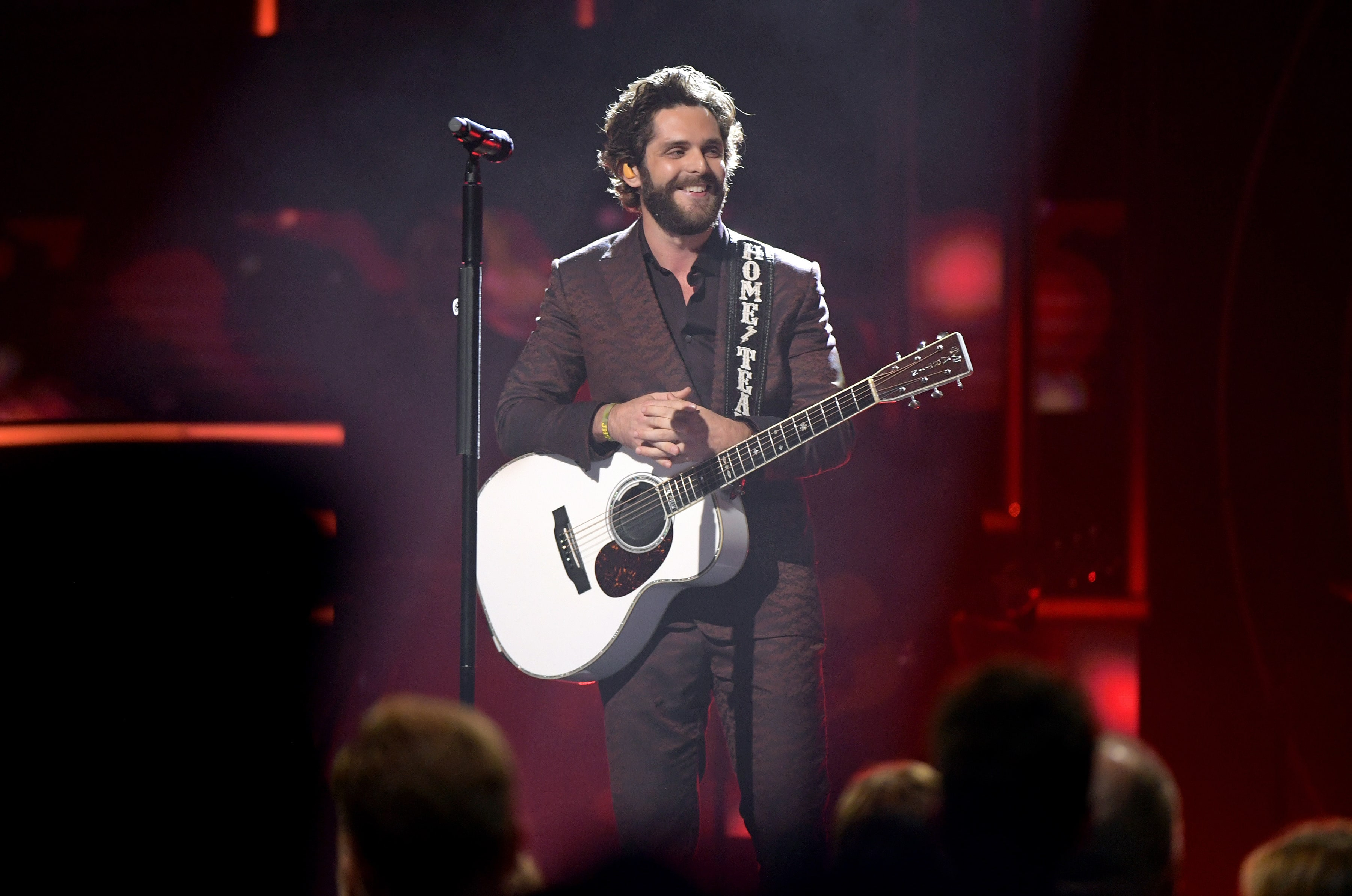 Thomas Rhett Leads CMT Audience In Prayer