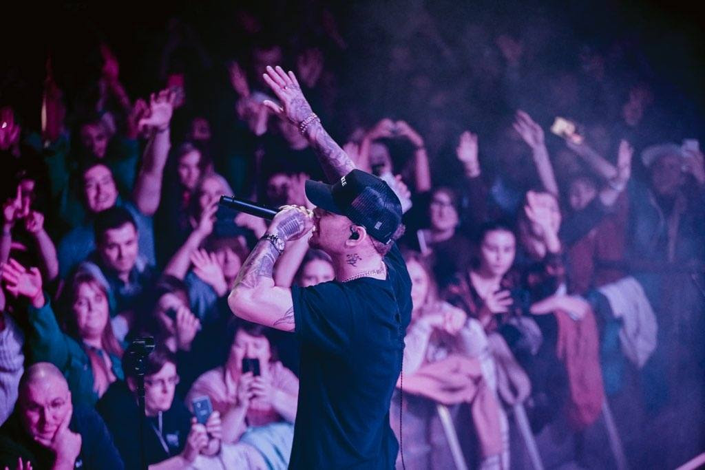 Kane Brown kicks off first headlining international tour