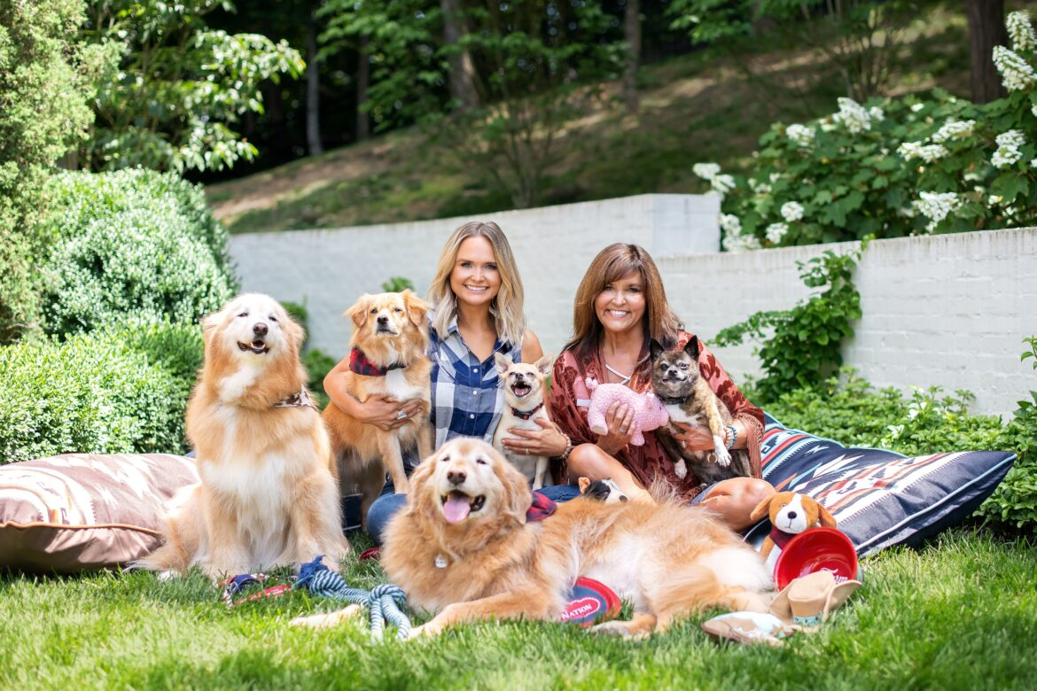 Miranda Lambert once again helps the mutts of the world