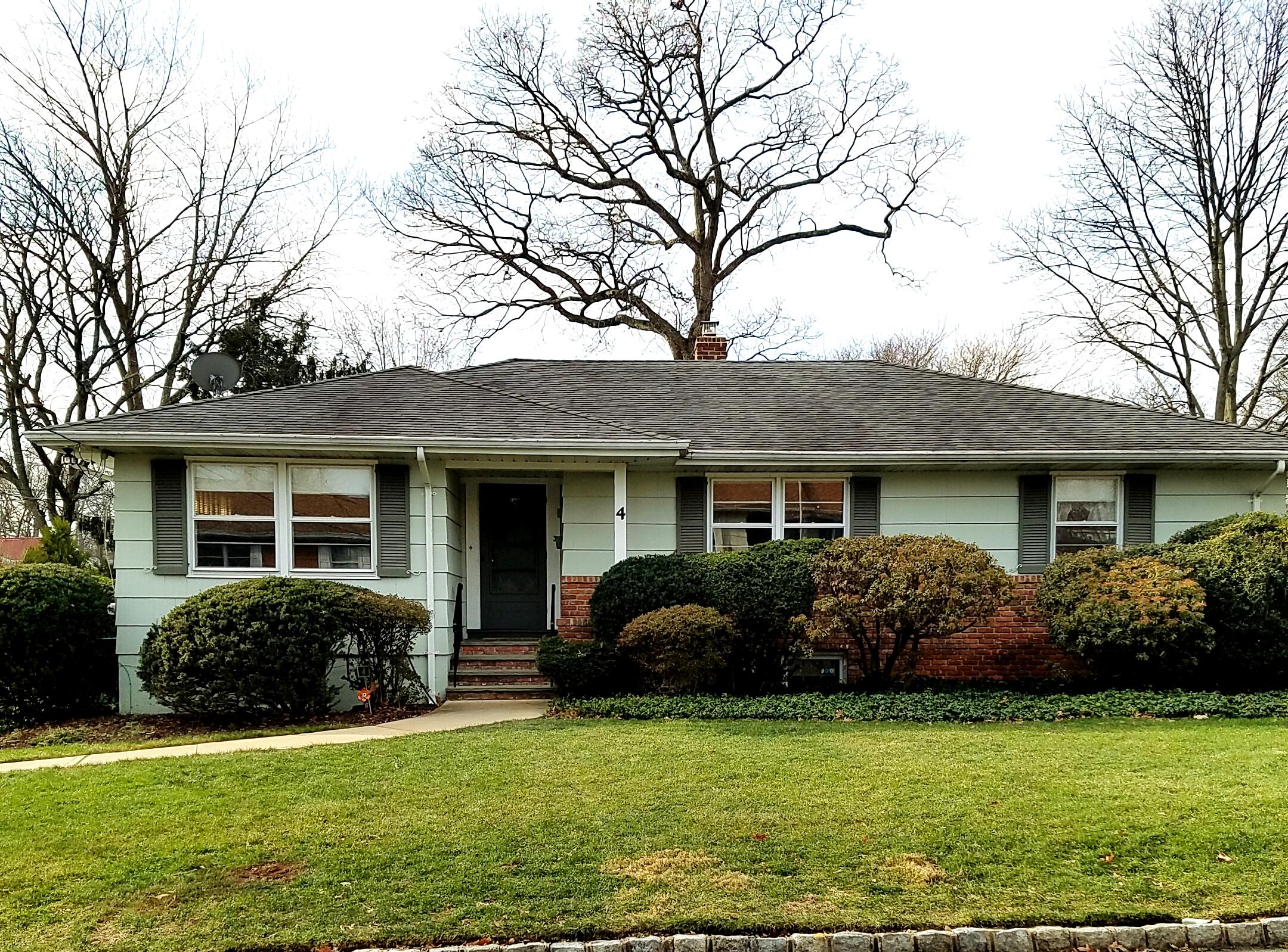 4 Robin Road, Fanwood<br />Sold $428,000