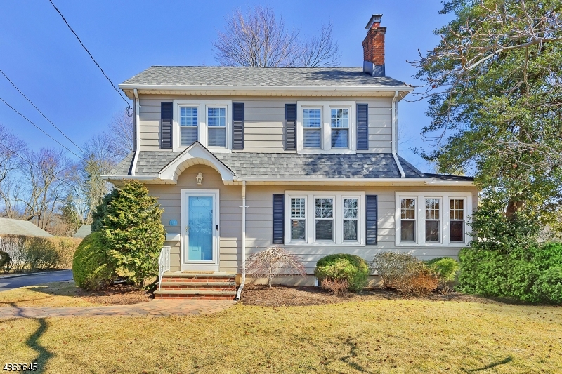15 Clinton Avenue, New Providence <br /> Sold $629,000