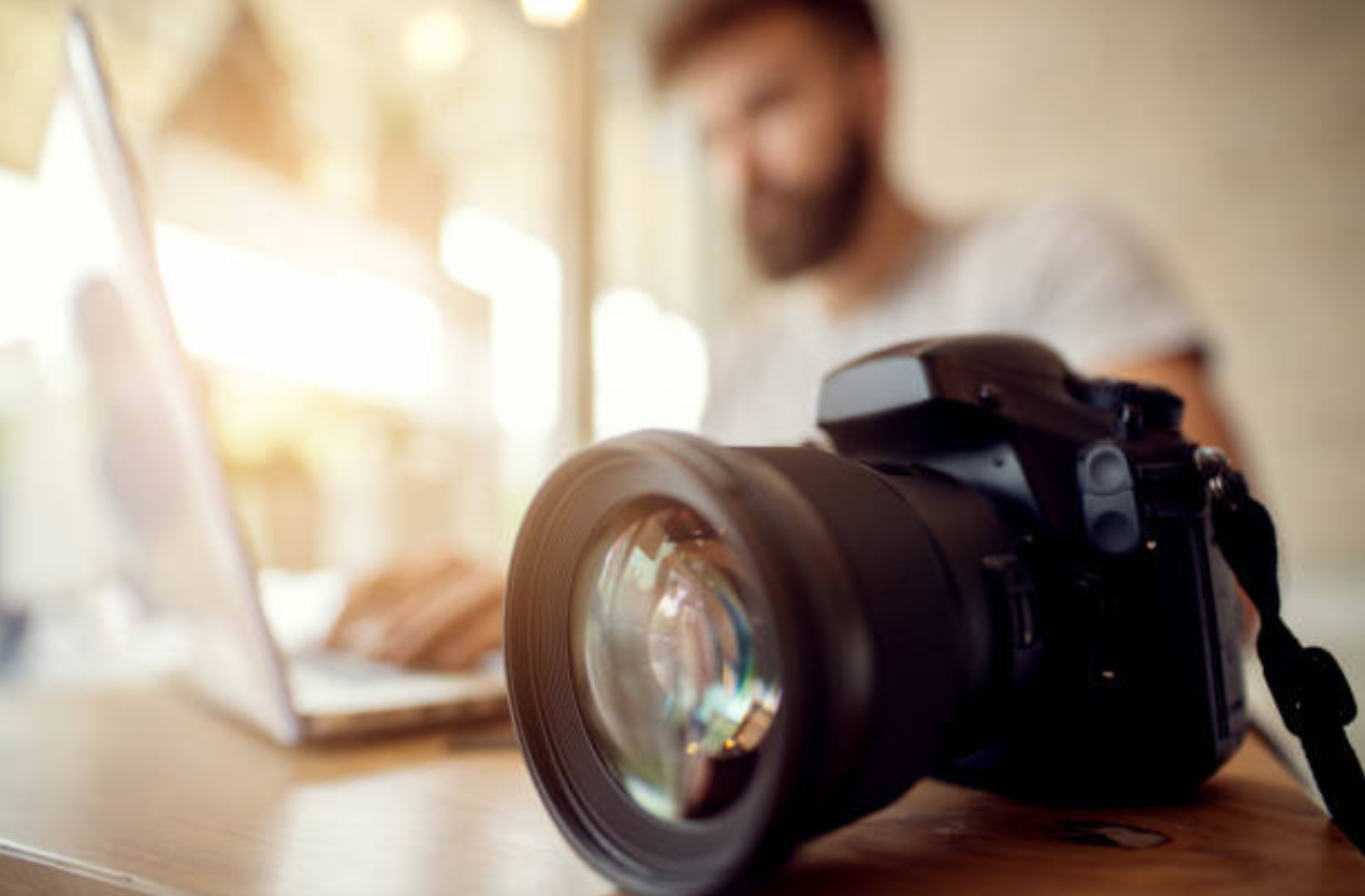 Digital Photography: An Introduction for Youth