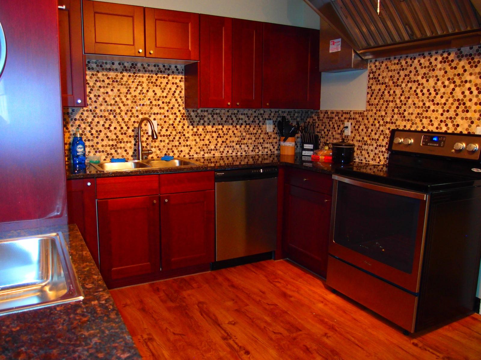 909 female kitchen 3