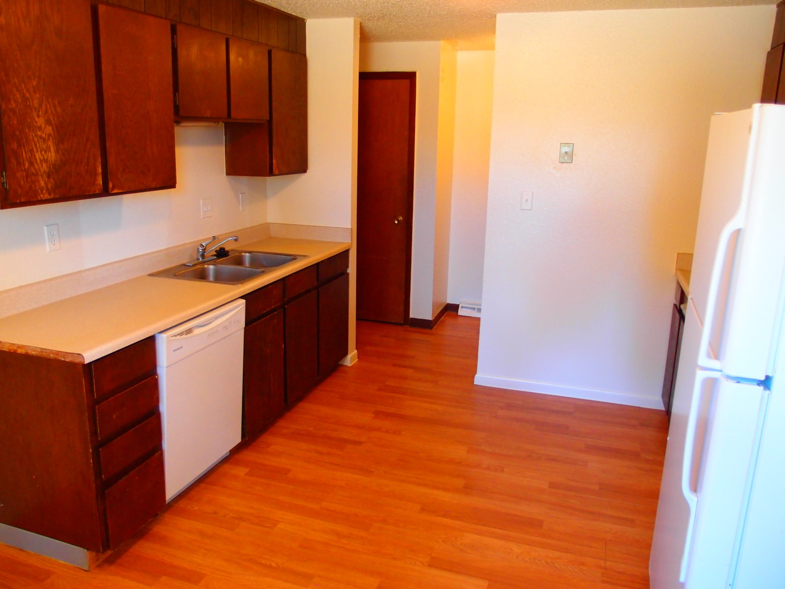 2166 Dexter: Kitchen has Dishwasher