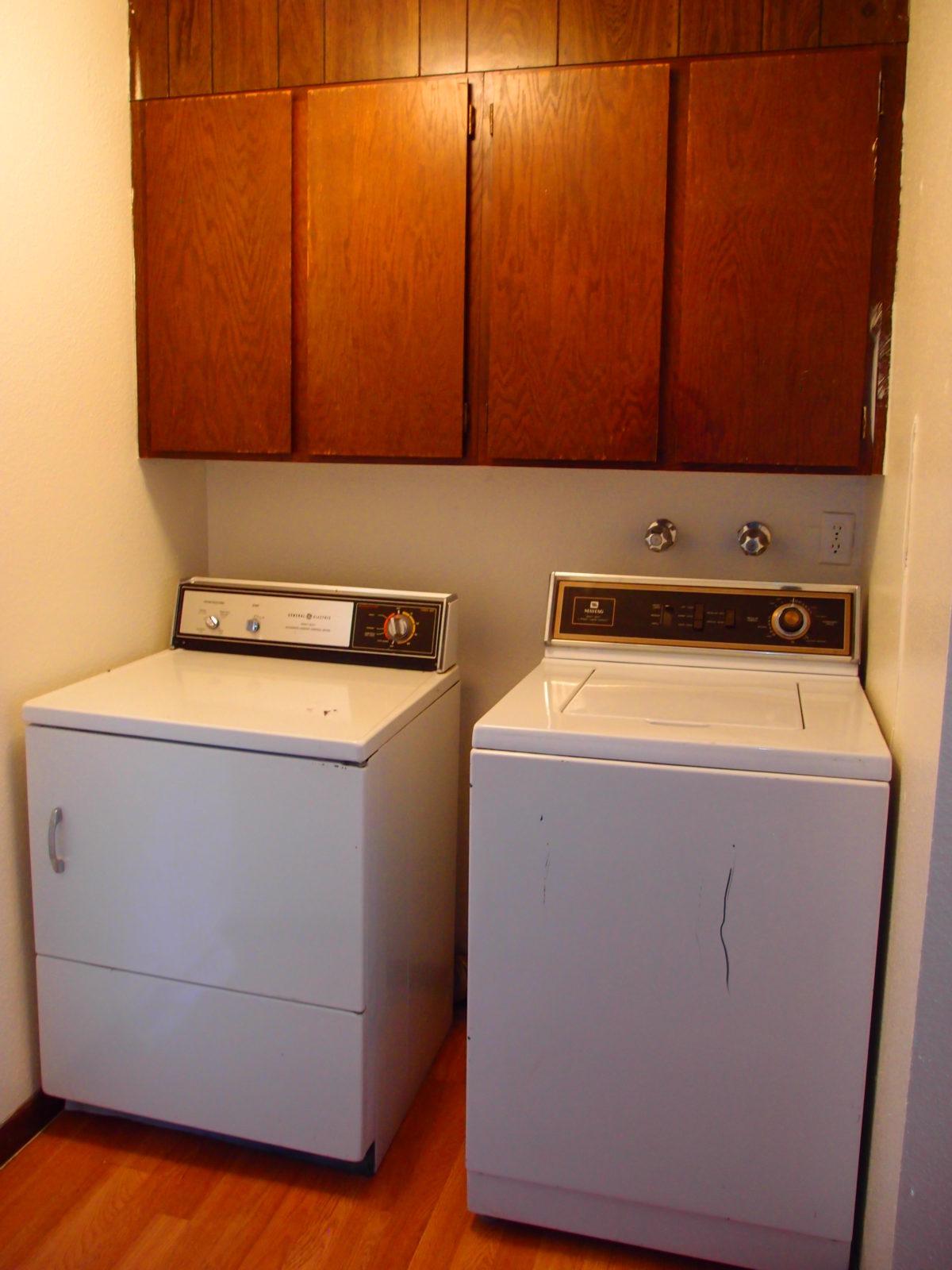 2166 Dexter: Washer Dryer