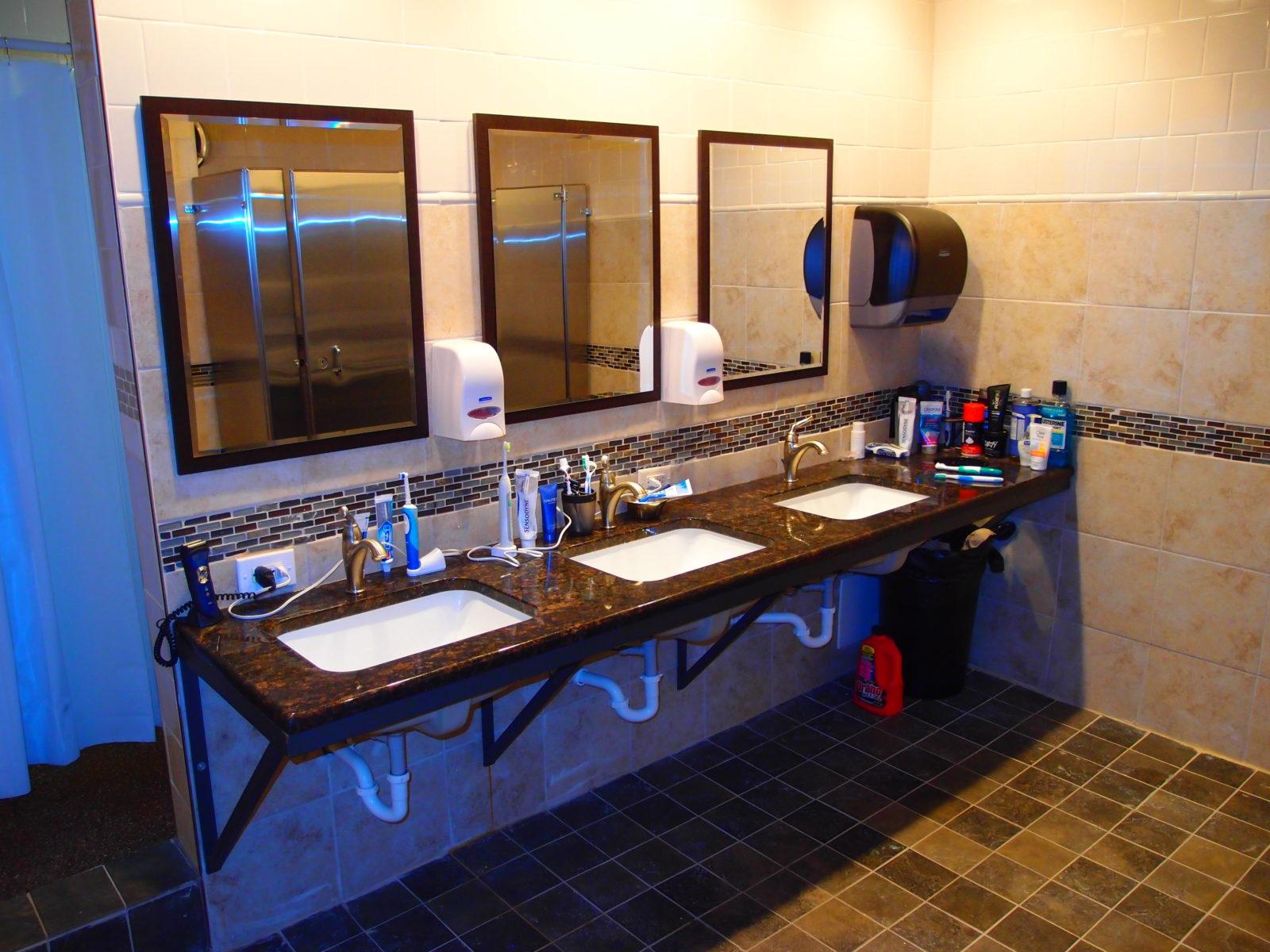 909 male bathroom vanity