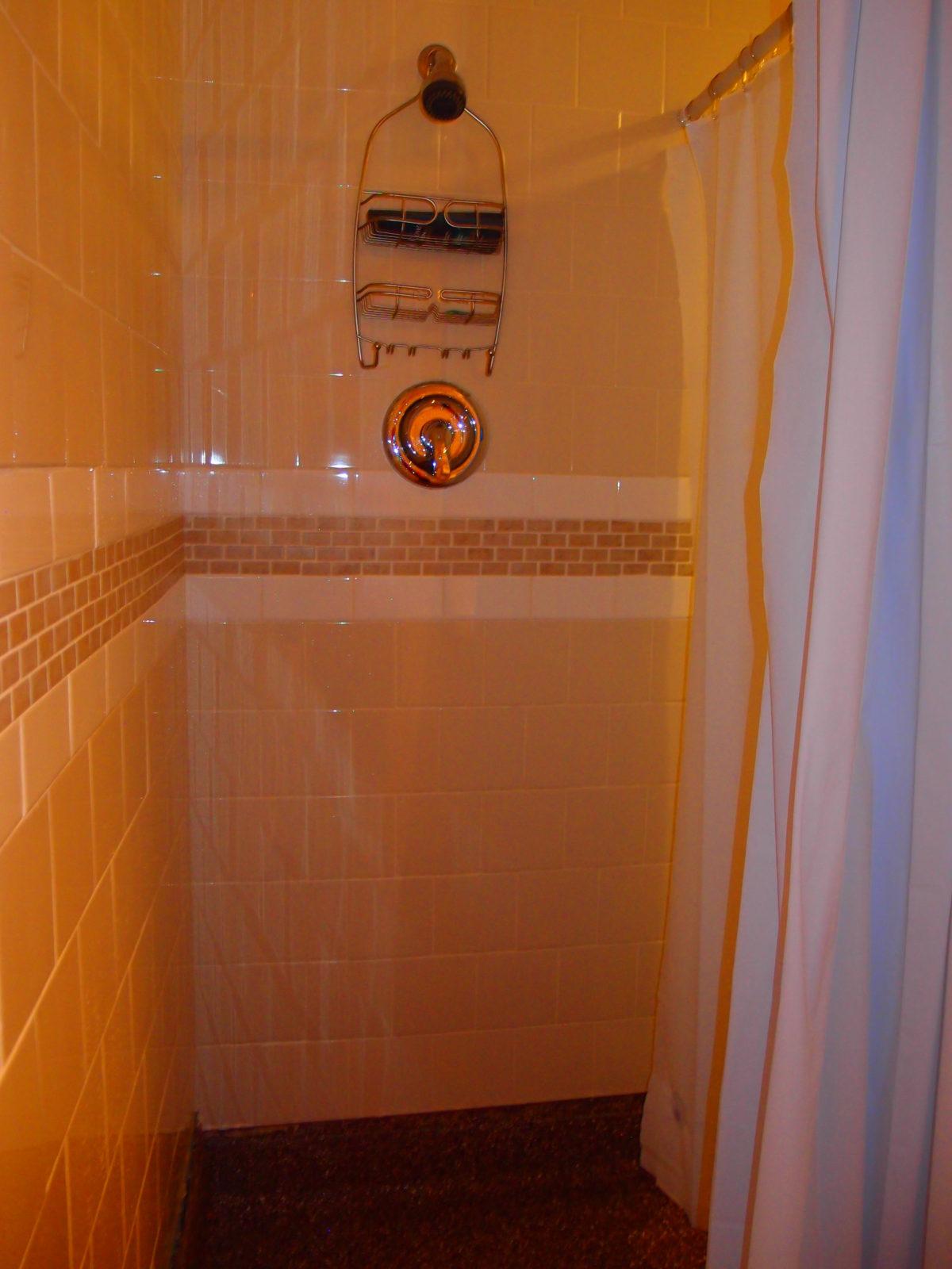 909 male bathroom shower