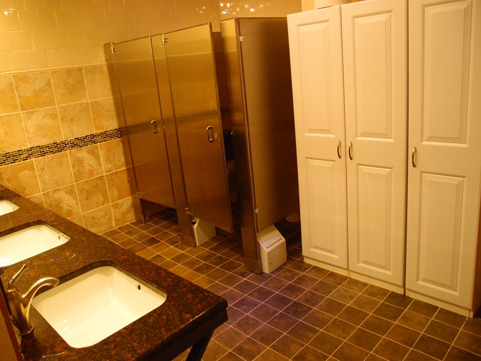 909 female restrooms